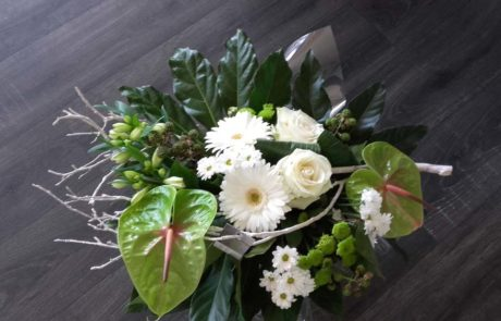 Bouquet Douceur créé avec des fleurs blanches et vertes par D Fleurs Fontenay-le-Comte Vendee
