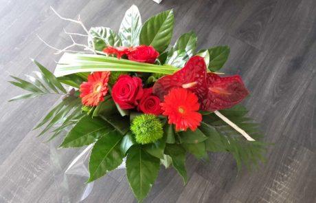 Bouquet Sabine rouge et vert réalisé par D'Fleurs Fontenay-le-Comte Vendée