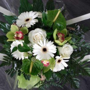 Bouquet Zen blanc et vert créé par D'Fleurs, fleuriste à Fontenay-le-Comte en Vendee