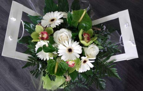 Bouquet Zen blanc vert créé par D'Fleurs à Fontenay-le-Comte en Vendée