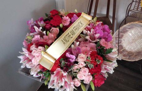 Composition florale pour deuil Couronne Souvenir réalisée par D'Fleurs Fontenay-le-Comte Vendée